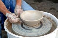 elaborando pieza de cerámica